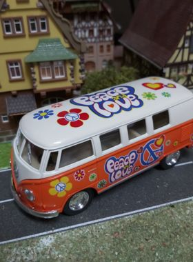 Kultmodell VW-Bus orange